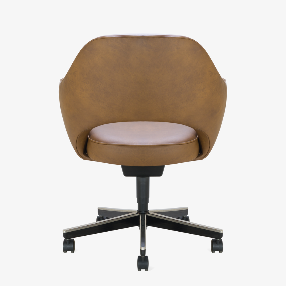 Saarinen Executive Arm Chair in Saddle Leather, Swivel Base5.png