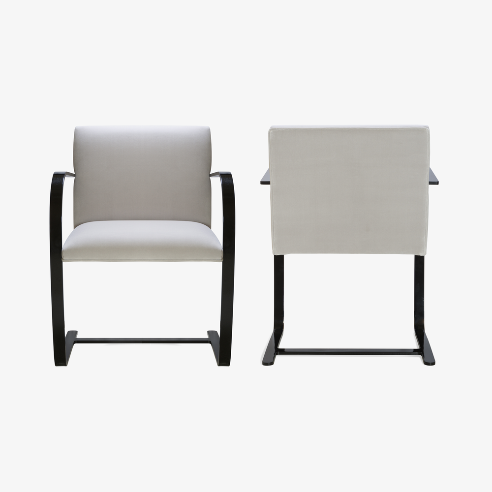 Brno Flat-Bar Chair in Dove Velvet, Obsidian Gloss3.png