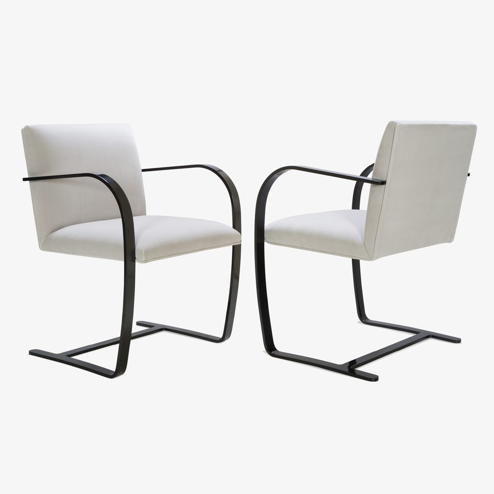 Brno Flat-Bar Chair in Dove Velvet, Obsidian Gloss4.png