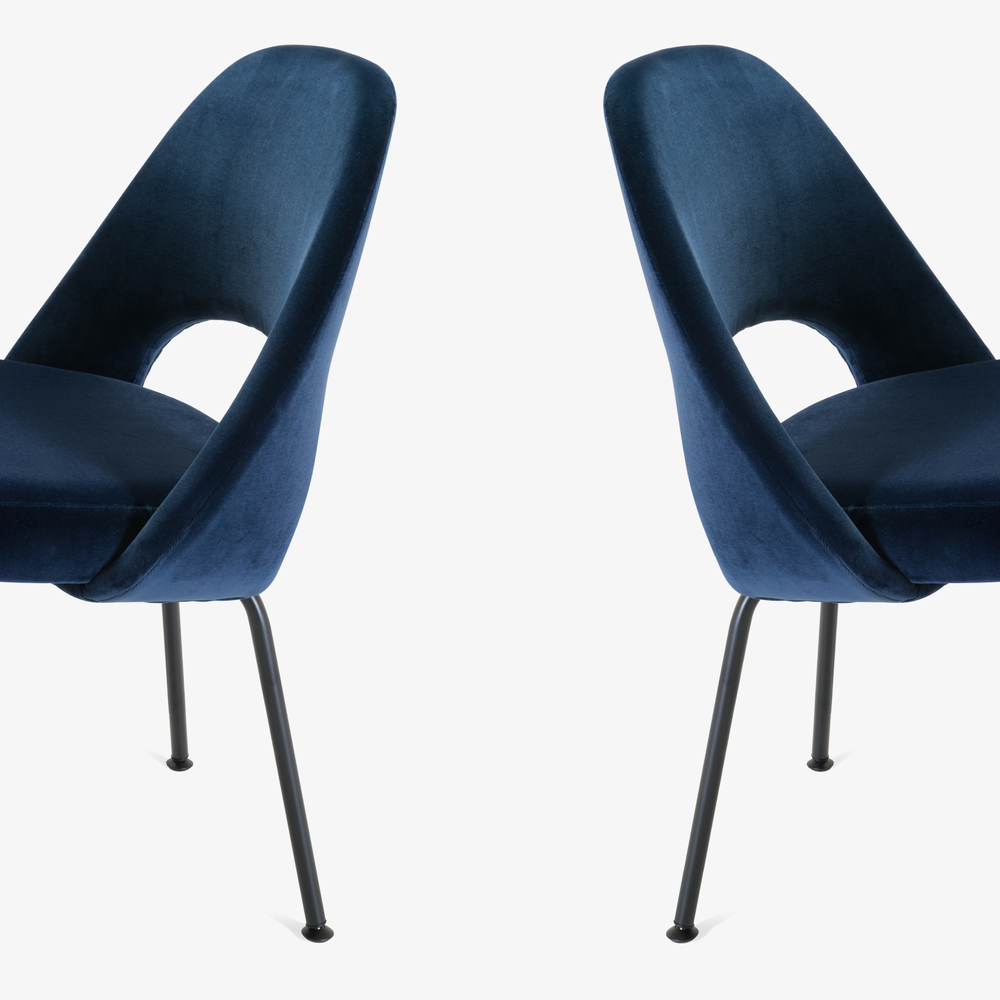 Saarinen Executive Armless Chairs in Navy Velvet, Black Edition8.png