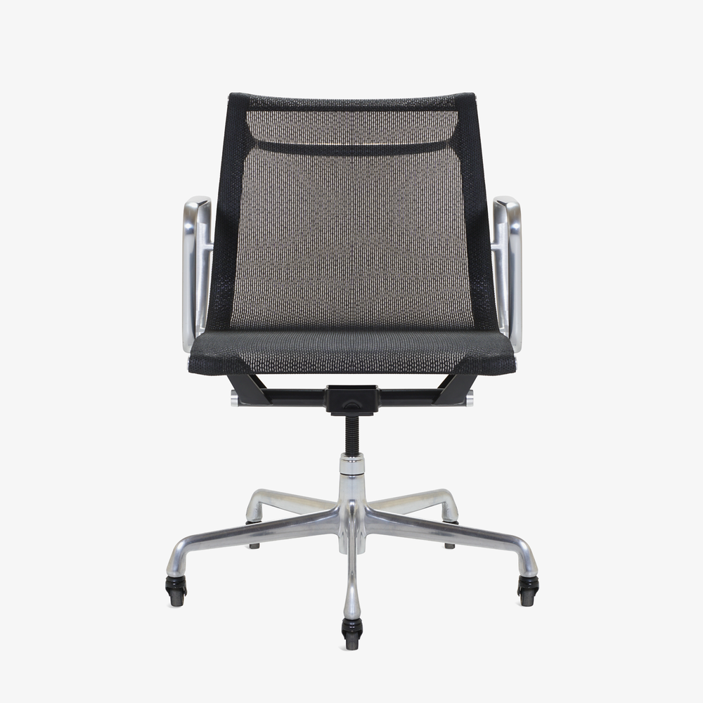 Aluminum Group Management Chair in Black Mesh by Charles & Ray Eames for Herman Miller - 1.png