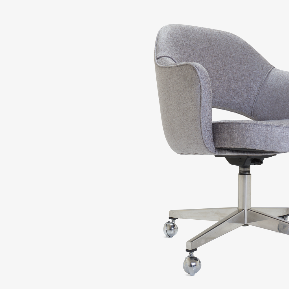 Saarinen Executive Arm Chair in Sterling, Swivel Base4.png