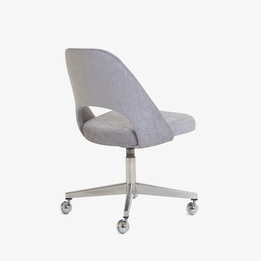 Saarinen Executive Armless Chair in Maddison Bouclé, Swivel Base4.png