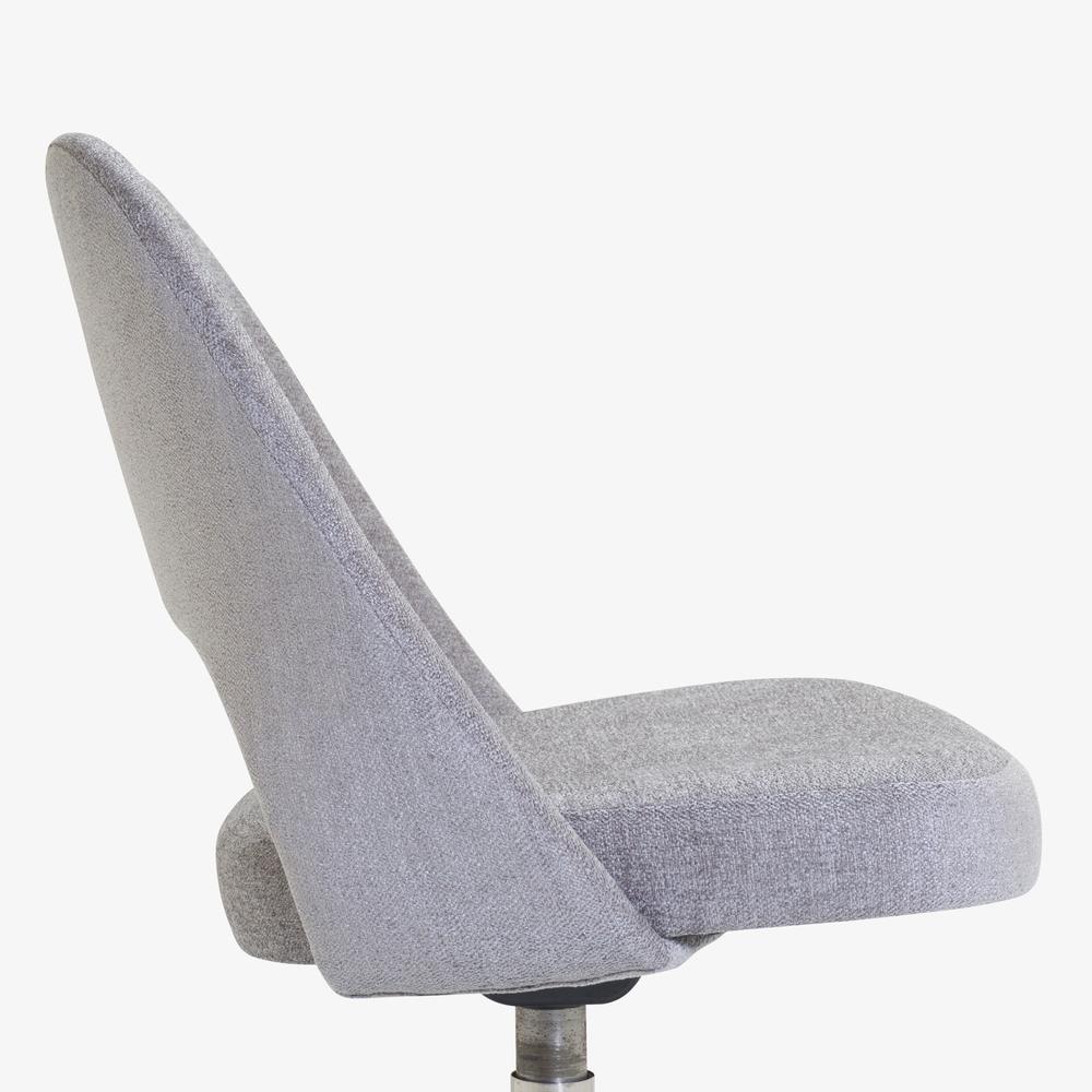 Saarinen Executive Armless Chair in Maddison Bouclé, Swivel Base8.png
