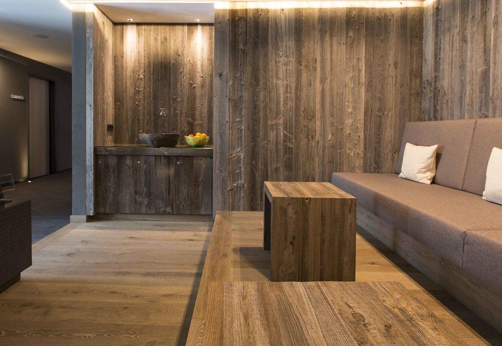 Hotel_Graseck_-_Altholz_sonnenverbrannt_grau,_Eiche_Enas_03.jpg
