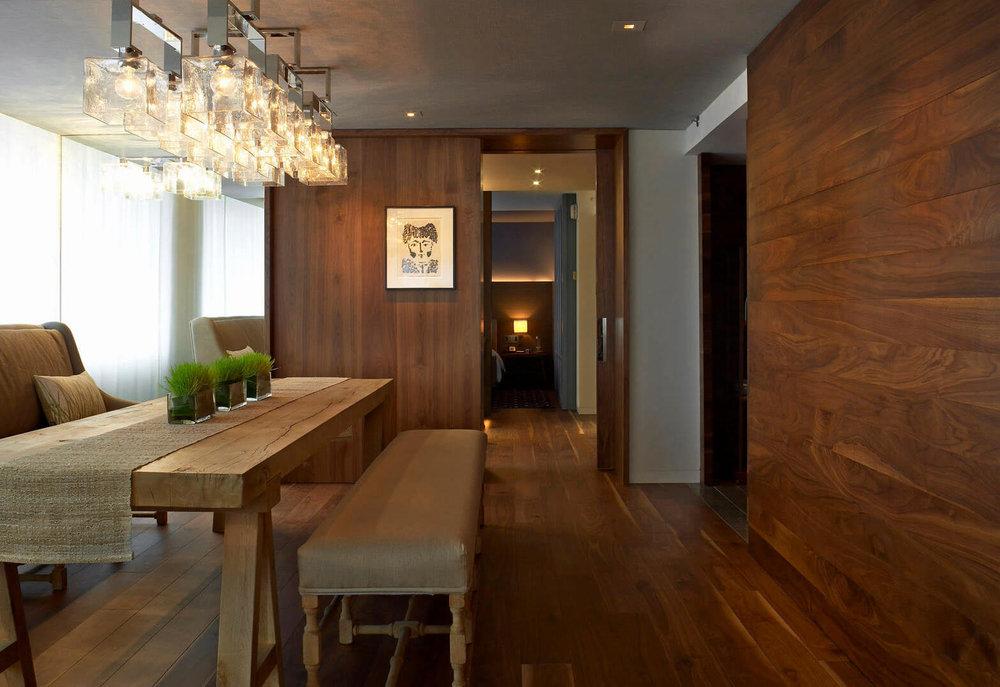 Tablero Nogal Americano - pared suite.jpg