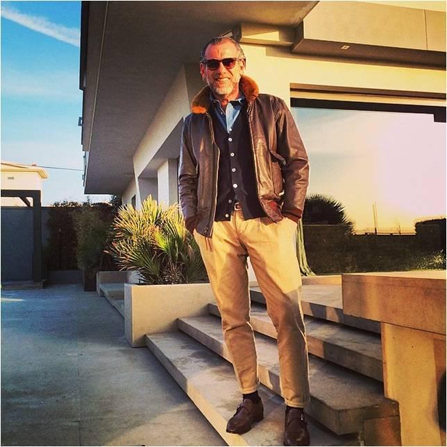 Vous aurez reconnu Alessandro Squarzi, ami de Scott Schuman alias TheSartorialist Blouson court à la taille - manches longues - une pièce bien masculine. Un intemporel de la garde robe.