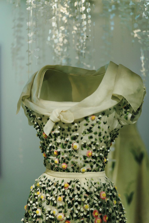 PARIS Robe Christian dior musee arts décoratifs exposition