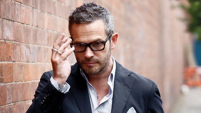 Tyler Brûlé qui porte un blazer Boglioli Notez également les lunettes de chez Oliver Goldsmith Vice Consul - et non des moscots Moscot Modèle Zezt