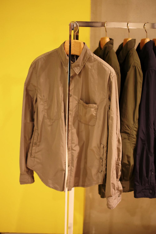 Alvaro shirt, non doublée , composée d'un mélange polyester et polyamide rendant la matière déperlante,très légère et agréable au porté