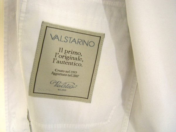 L'étiquette rappelle que la version historique du blouson date de 1935