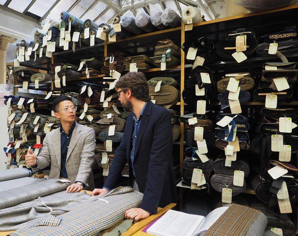 Photo Trunk Tailors - Ici à Paris chez Lafayette Saltiel Drapiers