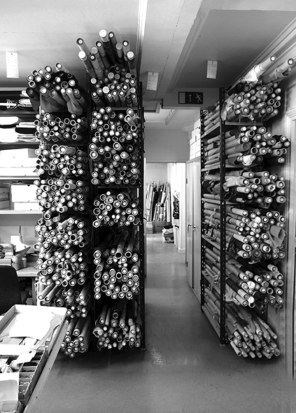 Les stocks de soierie des ateliers Boivins - Jusqu'à 5000 tissus dormiraient dans leurs caves Photo : Atelier Boivin