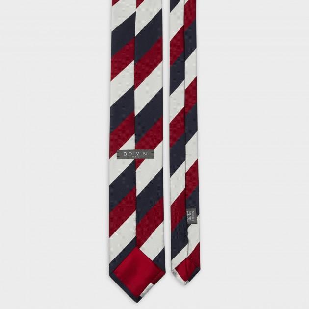 Cravate Boivin - Vous remarquerez que le passe pan n'est pas réalisé avec le tissu de la cravate, mais avec l'étiquette de marque Photo : BeigeHabilleur