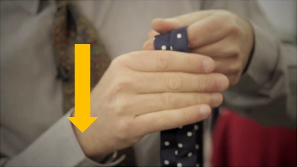 Capture d'écran issue de la vidéo du blog américain Put This On,  How It's Made: The Necktie.