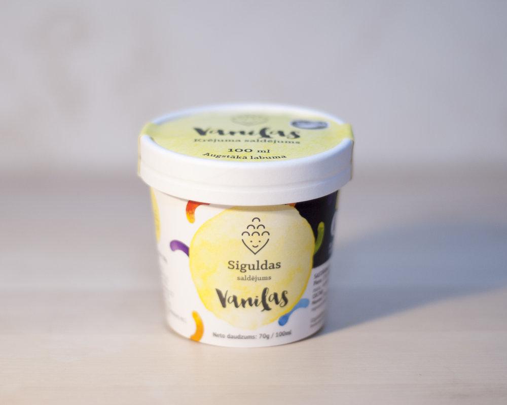 Vaniļas saldējums ar karotīti