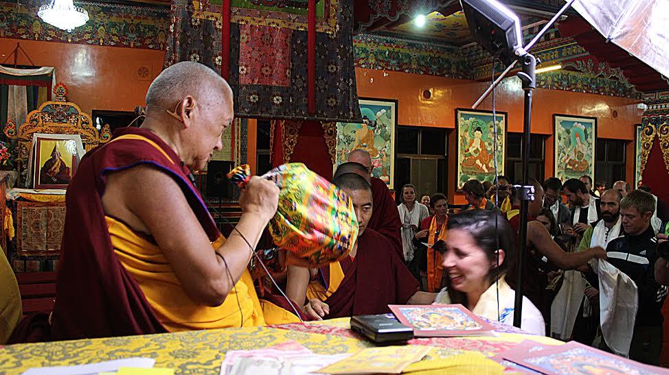 Lama Zopa Rinpoche, mi mestro, en la noche de toma de refugio en el Monasterio Kopan.