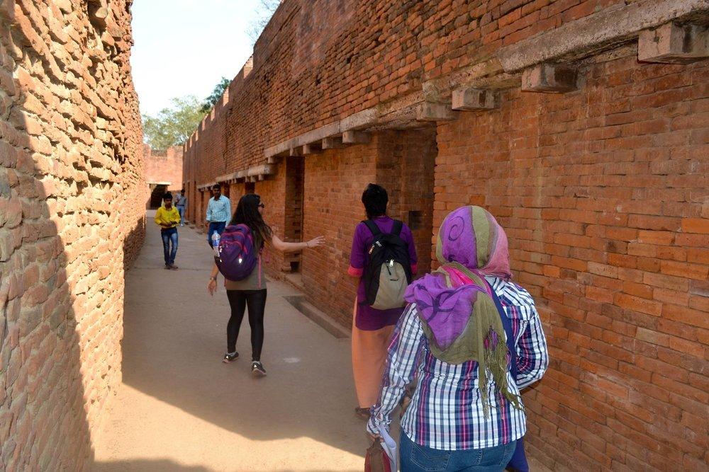 Guiando la peregrinación a Nalanda, la antigua universidad de los grandes panditas indios.