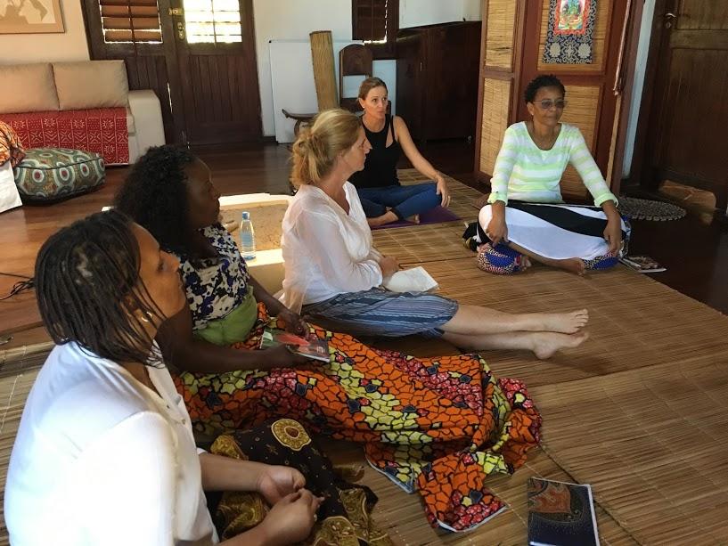 Mujeres mozambicanas y sudafricanas trabajando con coraje con su mente.