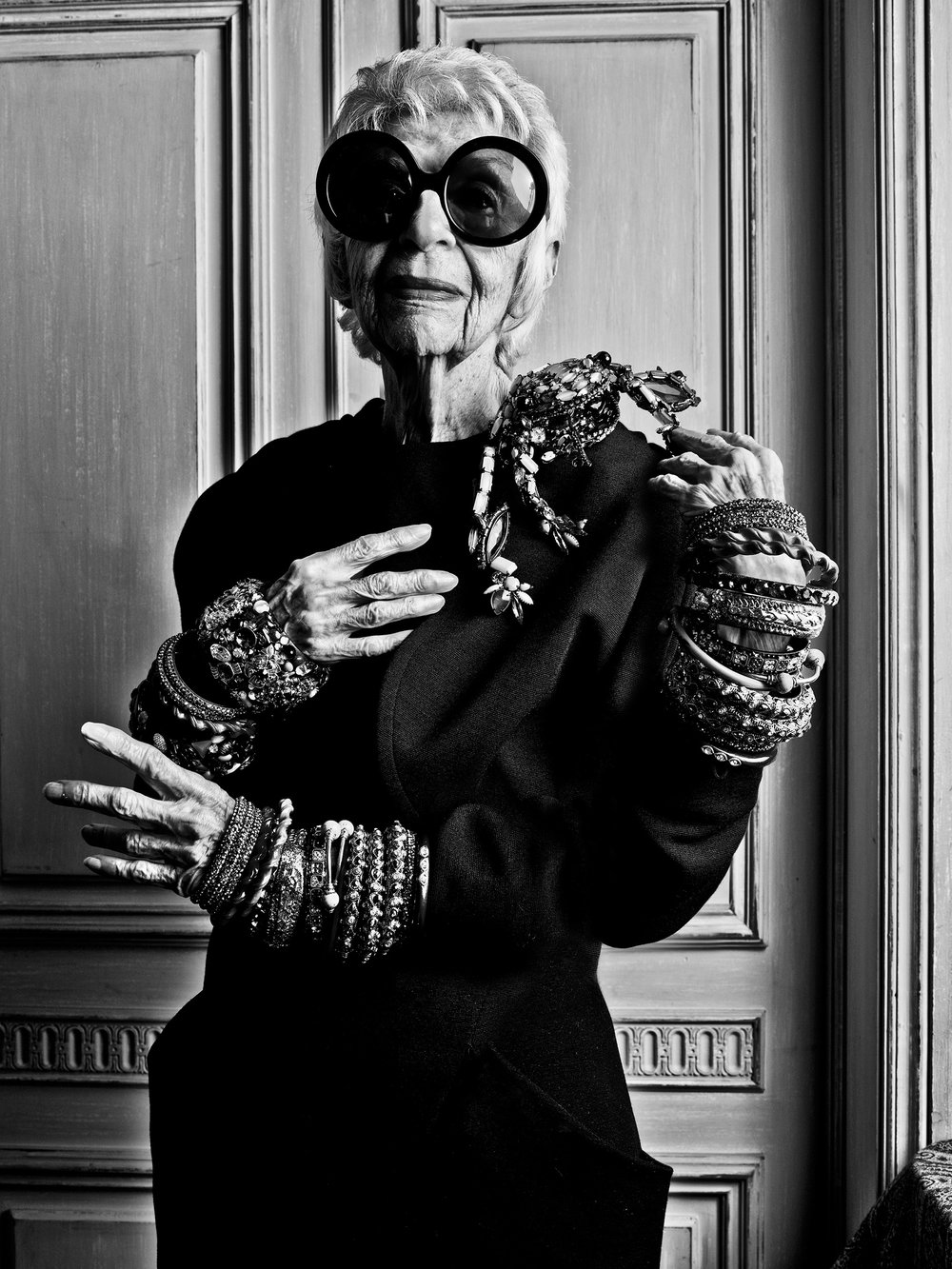 FD110913_Iris Apfel Elle UK_001_Arms.jpg
