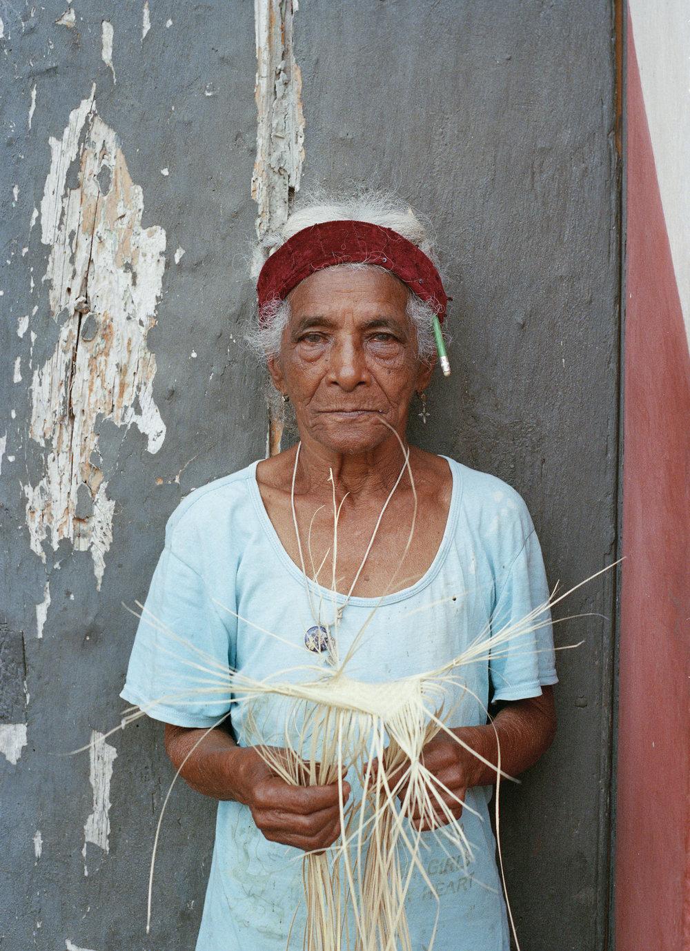 woman_het_maker_sombrero.jpg