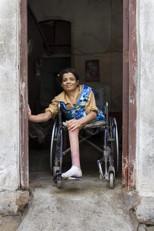 one_leg_woman.jpg