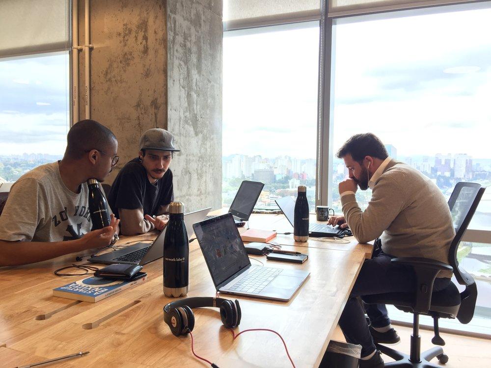 Alugue uma equipe - A Innovation SQUAD é uma equipe sênior, multi-disciplinar que vai te ajudar a aplicar tecnologia para resolver problemas, da forma eficiente possível.