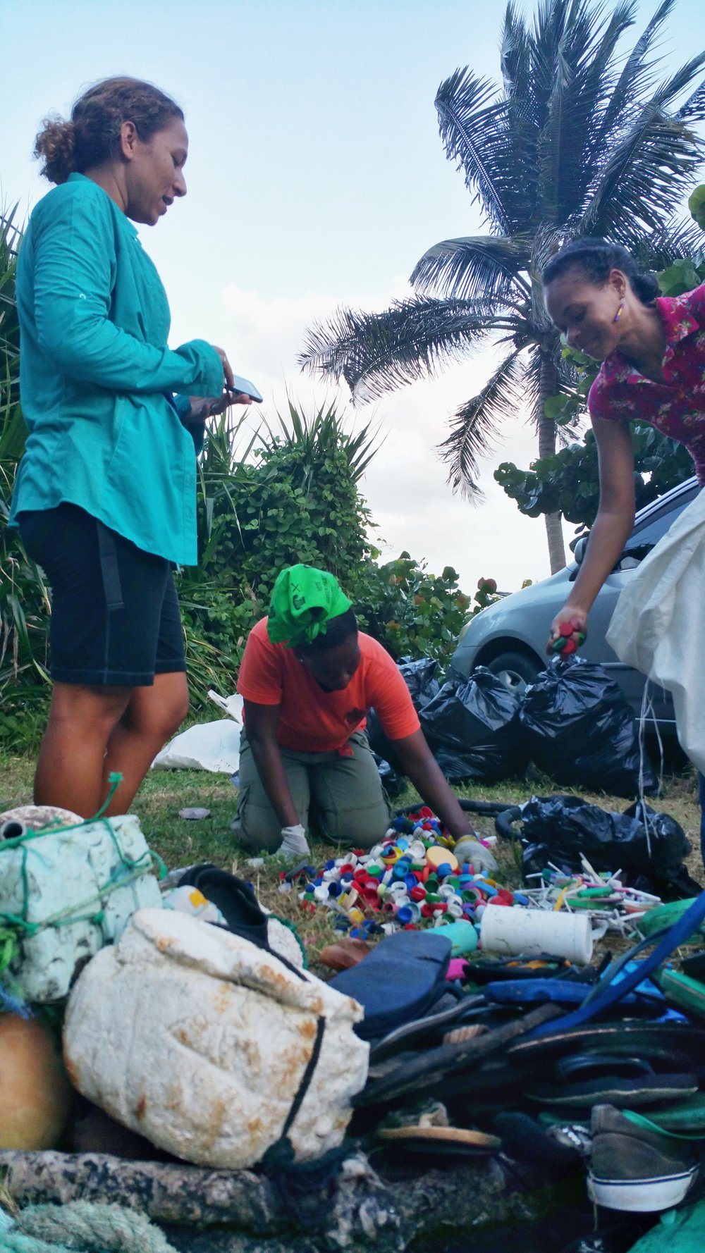 Artists counting ocean debris from Colonarie beach.