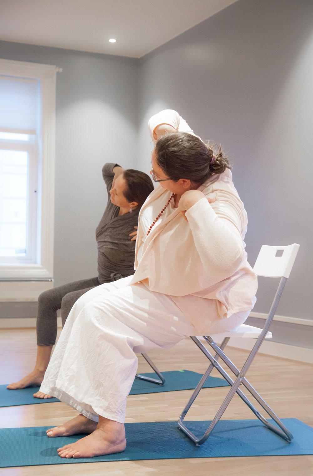 (Foto: Thomas Bell)   Yogalærer Siri Preetam   Siri er fra Tyskland og er mor til 2 sønner. Hun er Kundalini Yogalærer, Gravid Yogalærer og Naad Yogalærer. Siri har undervist yoga i 20 år og er en svært erfaren yogi. Siri forstår godt norsk, men vil undervise på engelsk da hun ikke er helt komfortabel med å snakke norsk enda.