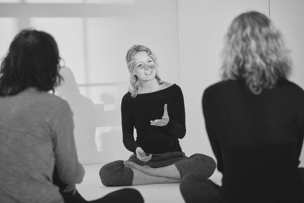 Karin Mæland  er lege, forfatter og masterstudent i filosofi ved UiO. Hun har studert sanskrit, filosofi og yoga i India hvor hun har bodd i 3 år. I januar ble Patanjalis Yoga Sutra utgitt i hennes norske oversettelse. Hun har også utgitt boken Yogafilosofi for Hjertet og er del av den musikalske duoen Spanda som utga albumet med samme navn i 2016. Karin er kjent for sin evne til å formidle filosofi gjennom ulike uttrykksformer, som fortellinger, chanting og yogaøvelser i tillegg til teoretiske tekster.