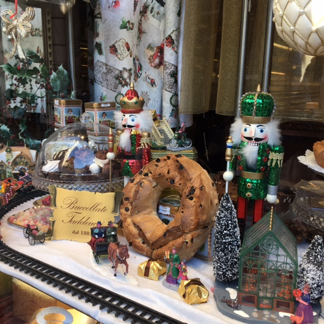Taddeucci's window includes one of the shop's famous buccellato - a must-taste in Lucca. December 2016.