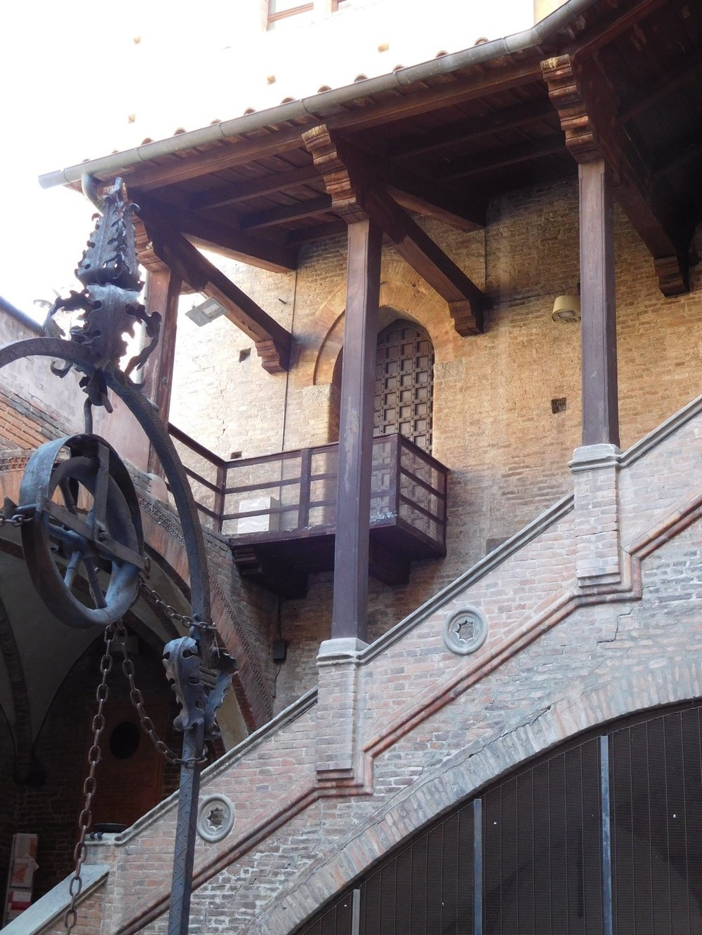 Courtyard, Palazzo Re Enzo, Bologna.