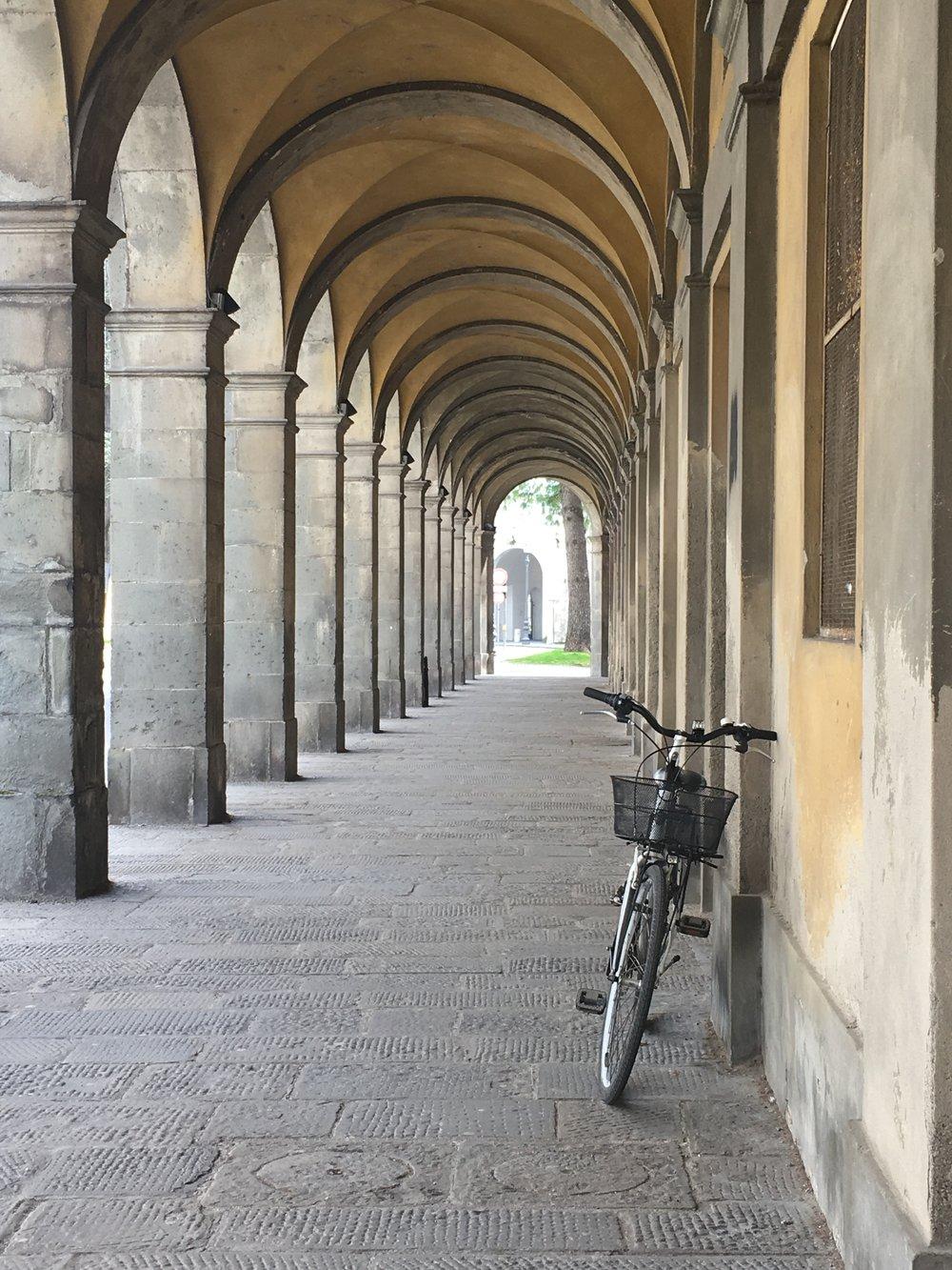 Portico, Lucca