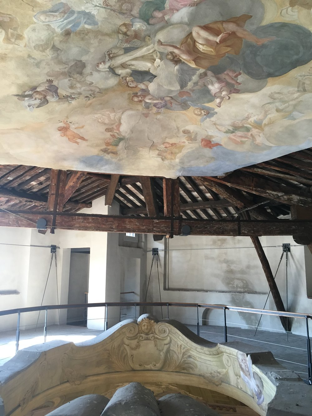 The frescoed ceiling seen above the edge of the oculus