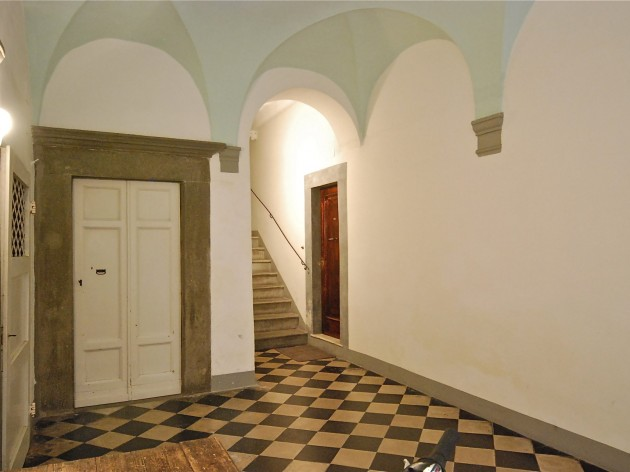 The entry has 38 steps - good exercise! (photo from Lucca Holiday Homes website)