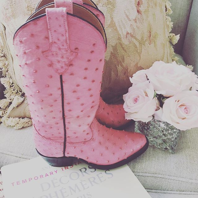 My bespoke @kathrynallencouture boots in my favorite color, pink. 👢#realoutfitgram #whatiweartoday #stylediary #style-file #styleblogger #farmhouse #shabbychic #classyandfashionable #fashionigers #ootdstyle #fashionvictim #lookoftheday #luxuryblogger #pastel #koreanstyle #italianblogger #italianfashion #coffee #parisblogger #fendi #mybeigelife #marieantoinette #parisfashion #French #Versailles #gucci #karlito #kathrynallencouture #pinkcowboyboots #pinkboots