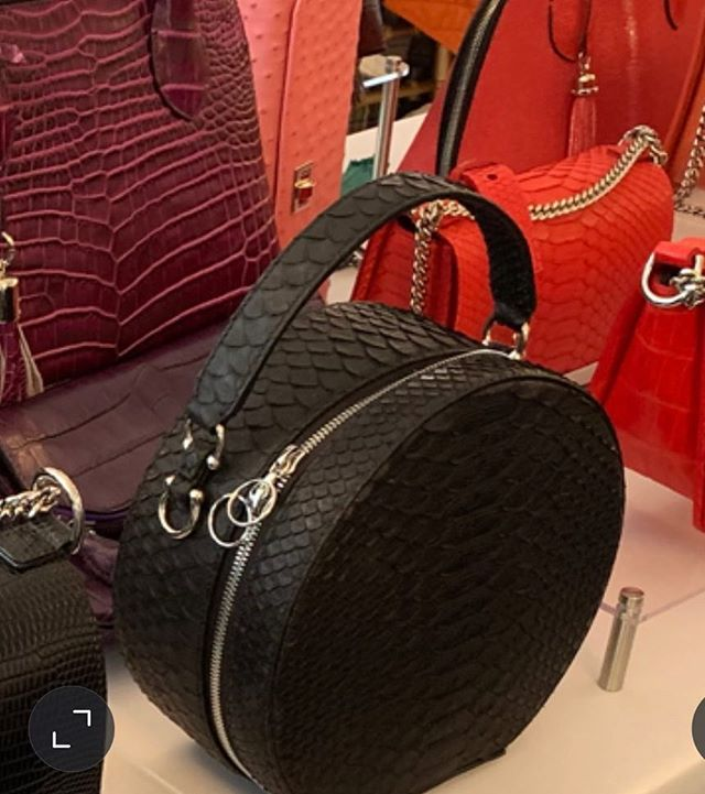 Everyone is enjoying the warm weather and gorgeous handbags today. 🌞🌴 Kathryn Allen Couture is taking part in a very special charity event benefitting Big Dog Ranch Rescue today from 10:30-3:00 held at Mar-A-Largo Club, Palm Beach. Big Dog Ranch is a leader in the national animal welfare movement, a cage free rescue and shelter for homeless and abused dogs of all breeds, finding them forever homes. 💗🐕 #pink #dogrescue #foreverhome #palmbeach #realoutfitgram #whatiweartoday #stylediary #stylefile #styleblogger #classyandfashionable #fashionigers #ootdstyle #lookoftheday #luxuryblogger #italianblogger #italianfashion #interior design #DubaiFashion #europeanfashion #fashiongirls #GirlBoss #inspiration #WhoWhatWear #Bloggerstyle #Timeless #Cottagestyle #Classic #Editorial #blogger #palmbeach