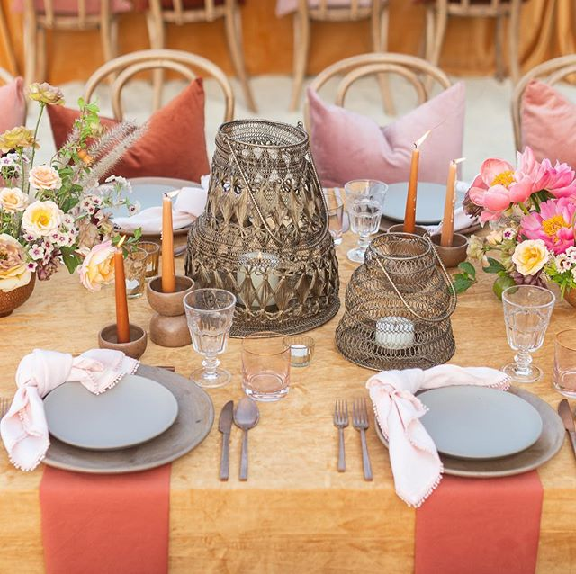 When colors & details dance like soul mates and create magic it looks a little like this!!! 📷@Leilabrewster Table design by the fabulous Femme Duo @pinacate0202 & @mariannaidirin29  Venue:@oneandonlypalmilla// Linens @latavolalinen //video: @elysiumweddings // Rentals: @warehouserentals  Planning & Production:ME! @tropical_os