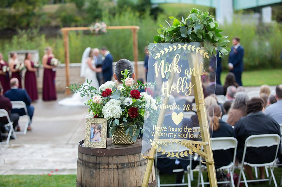 lehia erger photography_iowa house hotel_outdoor wedding.jpg