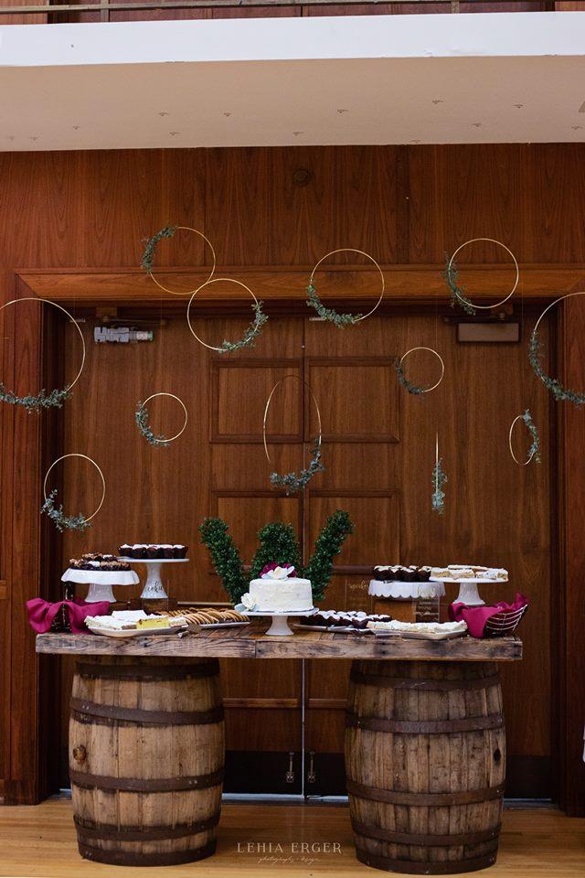lehia erger photography_iowa house hotel cake.jpg