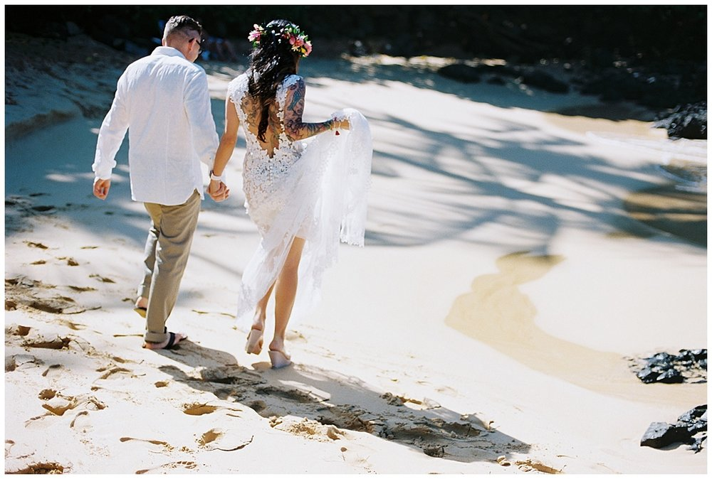 Secret Beach Elopement_0044.jpg