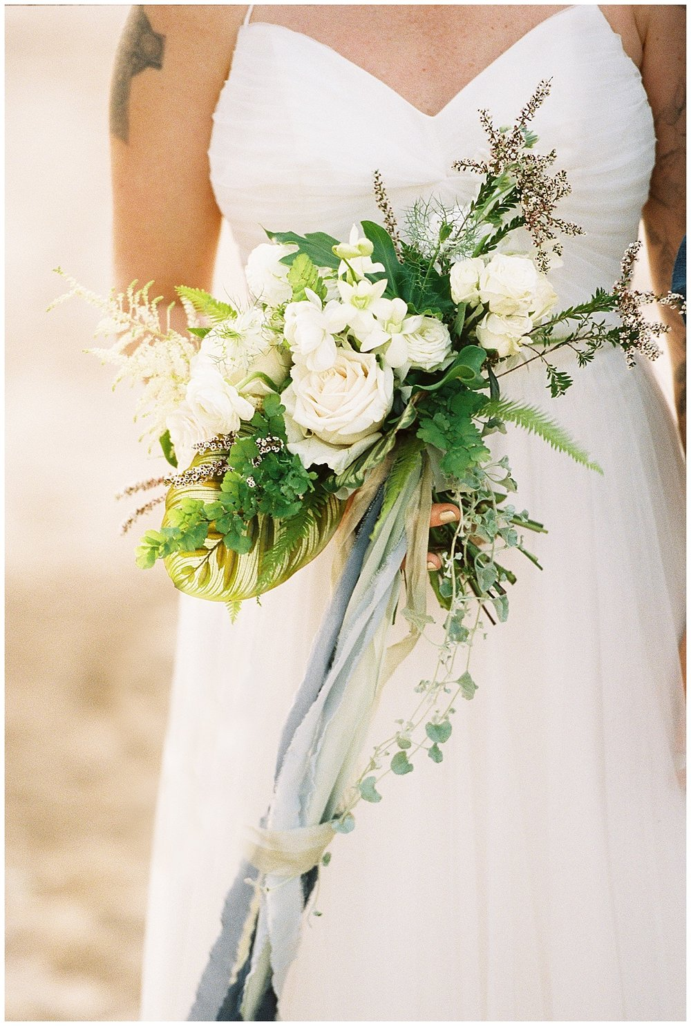 beach-elopement-white-flower-bouquet-blue-ribbon.jpg
