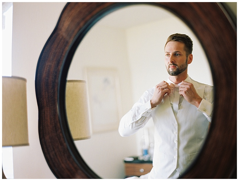 ironwoods-beach-elopement-maui-groom-getting-ready-mirror