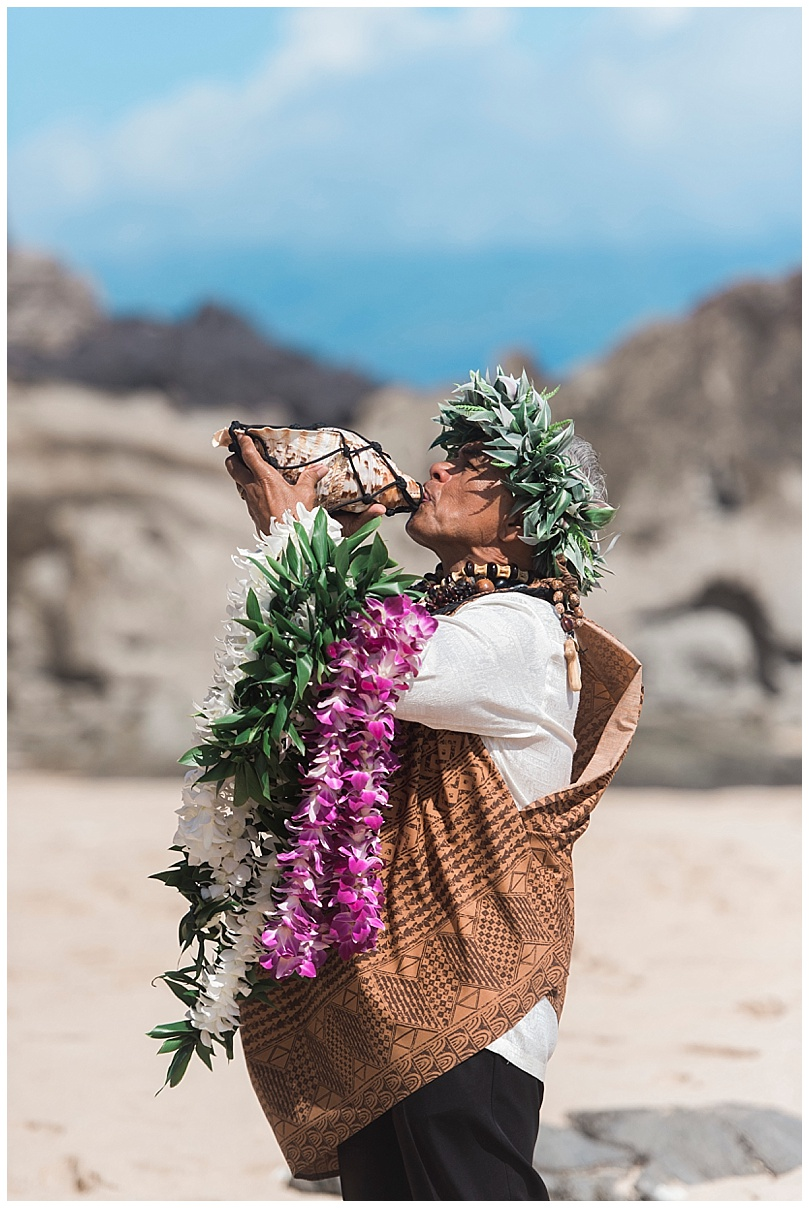 ironwoods-beach-elopement-maui-hawaiian-officiant-blowing-conch-shell