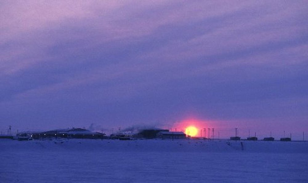 The village of Nuiqsut in the winter of 1999. (ERIK HILL / ADN archive)