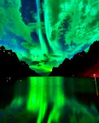 Northern Lights in Ersfjordbotn, Norway. Just incredible. #northernlights #incredible #wondersoftheworld