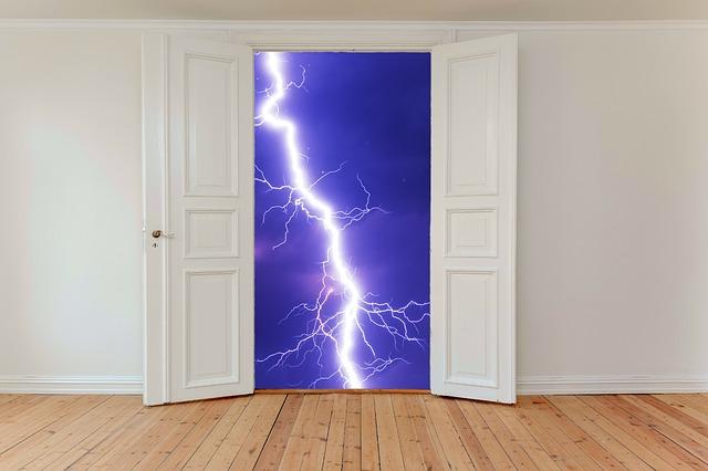 hinged-doors-2770571_640.jpg