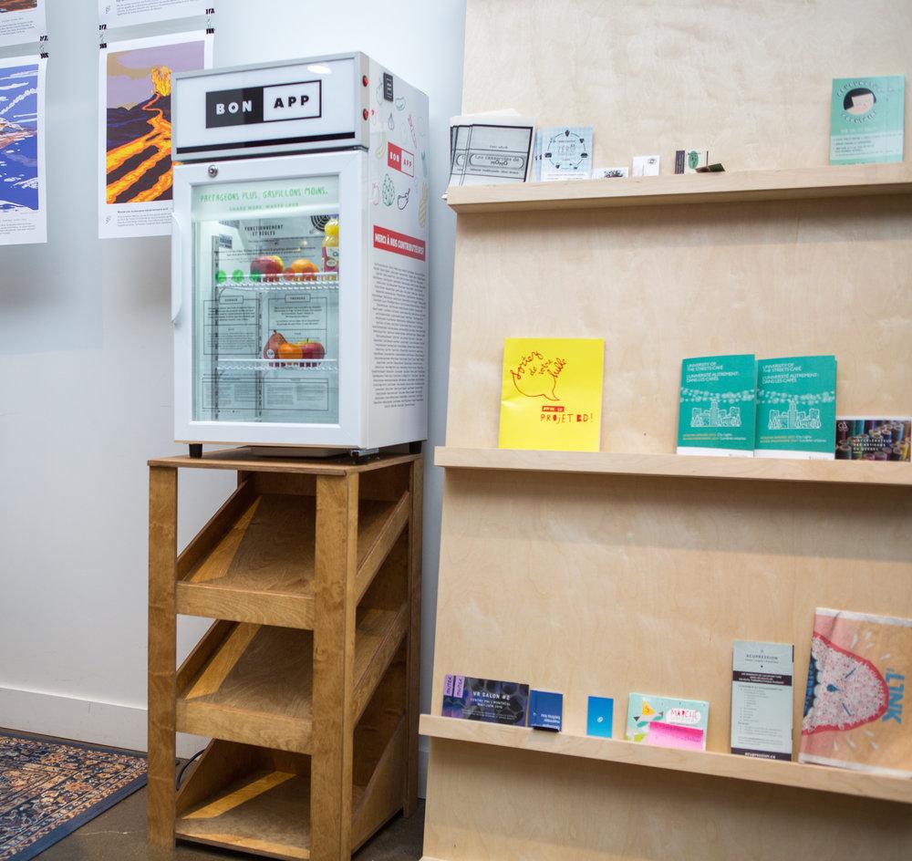 Frigo installé à l'espace intérieur gratuit le Temps Libre- Mile End