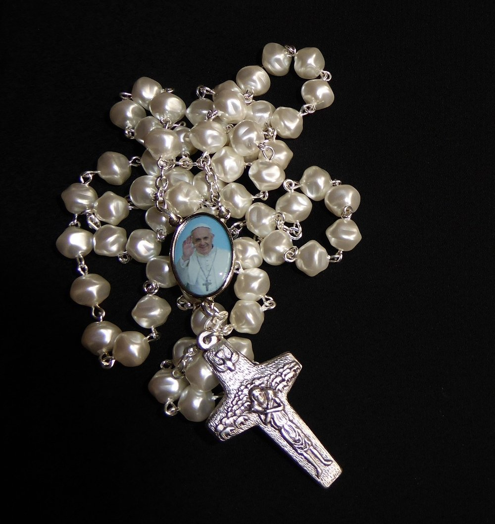 rosary-beads-with-pope-francis.jpg