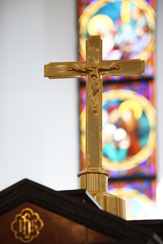 Crucifix-in-church.jpg